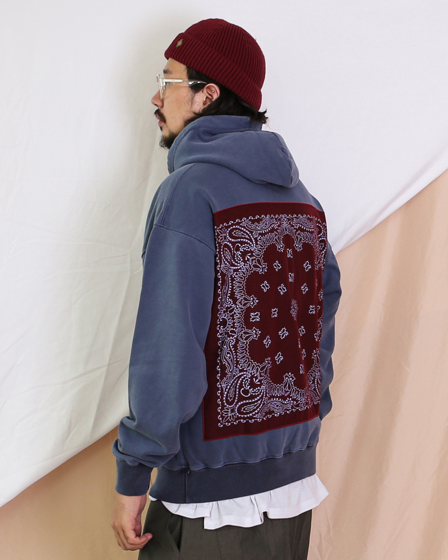 Paisley Patch Pigment Hoodie (Dark Gray/Navy)