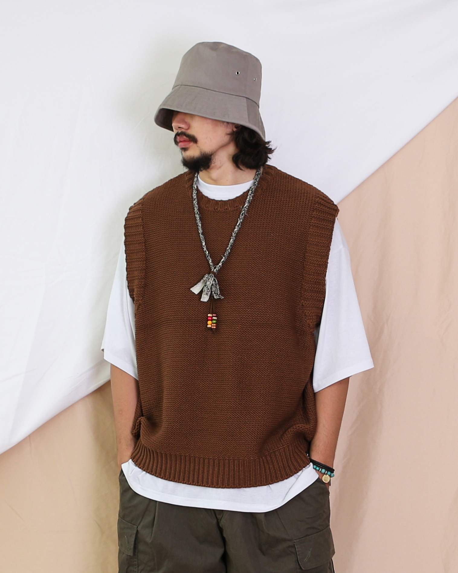 Reverse Knit Vest (Black/Brown)